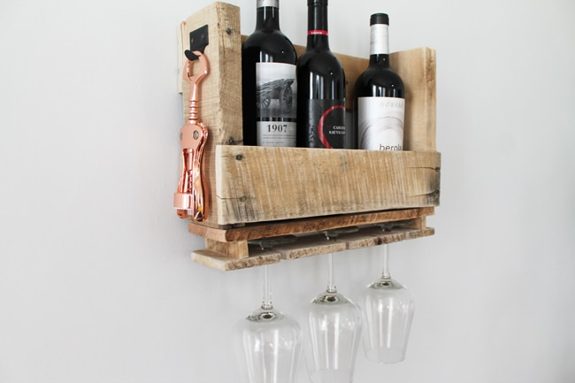 DIY Pallet Wine Shelving10